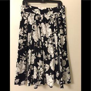 Pinup Girl Black & White Roses Circle Skirt (L)